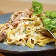 Nem pastaret med fløde og bacon på bare 10 minutter via Pasta Med Bacon, Afternoon Tea, Pasta Salad, Italian Recipes, Tapas, Macaroni And Cheese, Wok, Food Porn, Good Food