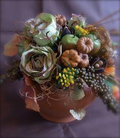 シックな花色の大人可愛いアレンジメントです。色々な実や花を楽しんで頂ければと思います。*使用花材.......アートフラワー、ドライ(プッカポッド、バクリ、ス...|ハンドメイド、手作り、手仕事品の通販・販売・購入ならCreema。