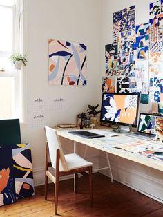 Incredible modern home office furniture design you'll love Bureau Simple, Simple Desk, Deco Studio, Studio Room, Studio Spaces, Workspace Design, Office Workspace, Artist Workspace, Office Bookshelves