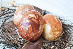 Iby Lippold Haushaltstipps : Eierfärben auf die ökologische Art: Mit Zwiebeln