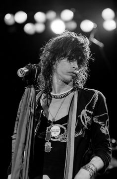 A young Steven. already sooo sessy! Rolling Stones Keith Richards, Tyler Young, Liv Tyler 90s, Steven Tyler Aerosmith, Joe Perry, Stevie Ray Vaughan, Rock Legends, Blues Rock, Def Leppard