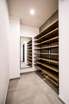 Shoe Trend shoe cabinet House Organization Ikea Shoe Cabinet 67 Ideas Thinking of building your own Lawn Furniture, Cool Furniture, Cloakroom Storage, Ikea Shoe Cabinet, Showroom Interior Design, Bedroom Orange, House Entrance, Home Organization, Ikea Organisation