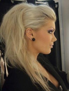 Love this Mohawk look... For the chicken in me that could never shave off either side of my hair!