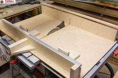 Auch eine gute Tischkreissäge wie die Bosch PTS10* macht eigentlich erst durch einen Schiebeschlitten richtig Spaß. Mit einem Schiebeschlitten lassen sich Platten, Bretter oder auch Leisten wesentlich genauer, schneller und bequemer rechtwinklig sägen. Auch kleinere Teile lassen sich damit wesentlich genauer und bei richtiger Anwendung auch sicherer sägen. Schiebeschlitten für die Tischkreissäge schnell selbst gebaut Ein Schiebeschlitten läßt […]