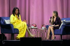 """For the last stop of her """"Becoming"""" 2018 book tour, former First Lady Michelle Obama wore thigh-high, glittery Balenciaga boots during her interview with Sarah Jessica Parker at the Barclays Center in Brooklyn. Michelle Obama, Gold Boots, Glitter Boots, Sarah Jessica Parker, Oprah, Barack Obama, Andrea Gonzalez, Balenciaga Boots, American First Ladies"""