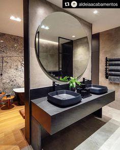 Tilanjako onnistuu myös kylpyhuoneessa ja vieläpä toiminnallisuudet erottaen.  @aldeiaacabamentos  #pyöreäpeili #tilanjako #maljaallas Decor, Furniture, Bathroom Lighting, Lighted Bathroom Mirror, Home Decor, Bathroom Mirror, Round Mirror Bathroom, Bathroom, Mirror