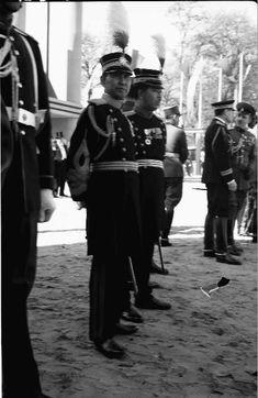 Parada Militara in Cotroceni - 10 mai 1937 Cartier, Hats, Fashion, Military, Moda, Hat, La Mode, Fasion, Fashion Models