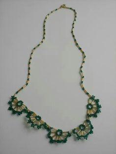 Collar abanicos verde y dorado