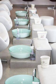 Source Wholesale kids pedicure spa chair for nail salon on Nail Salon Design, Nail Salon Decor, Beauty Salon Decor, Beauty Salon Design, Beauty Salon Interior, Beauty Salons, Spa Pedicure, Nail Spa, Pedicure Bowls