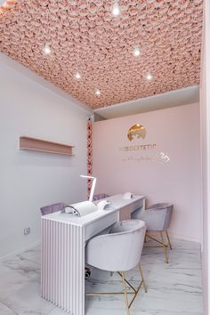 Home Beauty Salon, Home Nail Salon, Nail Salon Design, Nail Salon Decor, Hair Salon Interior, Beauty Salon Decor, Salon Interior Design, Modern Nail Salon, Salon Nails