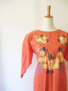 Sweet, sexy, singular, this stunning vintage 1970s linen dress is crafted in the most becoming peach tone (sure to complement a variety of skin