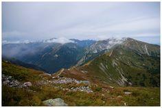 Kasprowy Wierch - widok na Goryczkową Czubę, do której prowadzi czerwony szlak.
