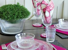 Mummolassa / Nostalgie #Muurla Finland, Vintage Items, Glass Vase, Table Settings, Dishes, My Favorite Things, Design, Home Decor, Nostalgia