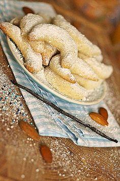 Vegan Cookies - the best biscuits without egg and milk - Gourmet - vegan - Vegan Sweets, Sweets Recipes, Cookie Recipes, Delicious Vegan Recipes, Delicious Desserts, Oatmeal Coconut Cookies, Vanilla Cookies, Almond Cookies, Cake Vegan