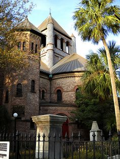 My favorite church in Charleston, the Circular Congregational Church. It also looks like Hogwarts. ha!