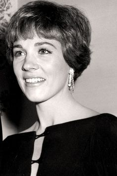 I fell in love with Julie Andrews in The Sound of Music which I first saw when I was about I am not an expert on Julie. Classic Actresses, English Actresses, Beautiful Actresses, Julie Andrews, Golden Age Of Hollywood, Old Hollywood, Victor Victoria, Emma Watson Beautiful, Christopher Plummer
