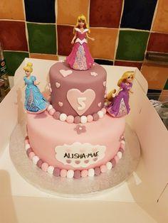Princess tiered cake 😍😍