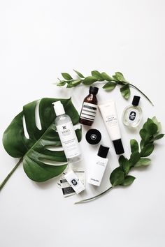 all white surface for flatlay featuring large green leaves foliage and skin care line with various products. Clean look The post all white surface for flatlay featuring large green leaves foliage and skin ca appeared first on Diy Skin Care. Flat Lay Photography, Amazing Photography, Product Photography, Photography Tips, Fashion Photography, Flat Lay Inspiration, Flatlay Styling, Flatlay Makeup, Fashion Flatlay