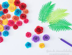 Bastidor con rosas y follaje de papel para decorar Diy, Fall Landscape, Roses, Paper Envelopes, Flowers, Scissors, Drawings, Bricolage, Do It Yourself