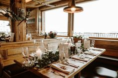 Wedding reception decor in a ski chalet in Austria with cosy winter vibes Snowboard Wedding, Ski Wedding, Wedding Shoot, Destination Wedding, Dream Wedding, Evening Wedding Receptions, Wedding Reception Decorations, Wedding Venues, Wedding Day Schedule