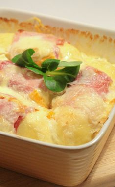 Gratin de quenelles French Food, Allrecipes, Gourmet Recipes, Food Inspiration, Food And Drink, Cooking, Desserts, Quiches, Salads