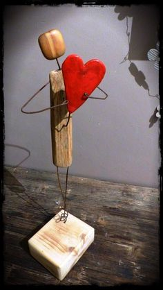 bois flotté … Plus by sheree Treibholz . Mehr von sheree Source by . Wire Crafts, Diy And Crafts, Arts And Crafts, Driftwood Projects, Driftwood Art, Junk Art, Woodworking Projects Diy, Woodworking Books, Woodworking Techniques