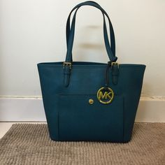 MICHAEL KORS MD SNAP POCKET TOTE Deep teal, fall 15 /saffiano 100% perfect condition. 100%NEW ❤️ such a gorgeous color for this fall/ winter season! Classic look and delicate finishing on every detail  wear it with anything you have IN your closet !!!!  Let me know if there is anything you want to ask NO TRADE PLS Michael Kors Bags Totes