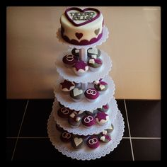 Cake with cupcakes Cupcakes, Desserts, Food, Tailgate Desserts, Cupcake, Meal, Cup Cakes, Dessert, Eten