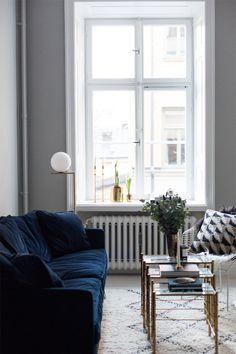 blue-velvet-couch1