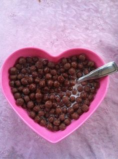 One of my dessert cereals within my college staple stash of cereal Cocoa Puffs, Breakfast Of Champions, My Dessert, Dog Food Recipes, Heart Shapes, Delish, Sweet Tooth, Food Porn, Food And Drink