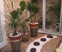As plantas são protagonistas no jardim. Mas você pode incrementar o espaço com pedras de diferentes formatos. Confira algumas dicas de como fazer isso no blog: ow.ly/4ncj87