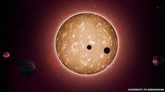 Nossa galáxia já produzia planetas como a Terra bilhões de anos antes dela. É bem possível que tenha civilizações bilhões de anos mais antigas que a nossa... Cara, pensa nisso! Em que ponto eles estarão agora? Será que sabem de nós? Será que nos estudam pois não sabem como elas eram no comecinho?  Kepler-444 and associated planets