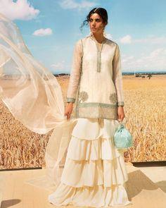 Bookmark These Stylish Outfit Ideas For Eid Simple Outfits, Stylish Outfits, Cool Outfits, Floor Length Anarkali, Anarkali Kurti, Embroidered Kurti, Eid Outfits, Sharara Suit, Muslim Fashion