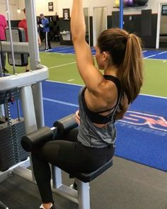 """12.4k Likes, 101 Comments - Alexia Clark (@alexia_clark) on Instagram: """"BACK Circuit 1. 12 each side 2. 12 each side 3. 15 reps 3-5 rounds #alexiaclark…"""""""