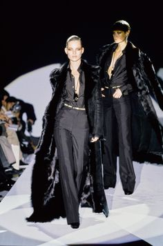 Gucci Fall 1996 Ready-to-Wear Collection - Vogue Fashion Week, 90s Fashion, Runway Fashion, High Fashion, Winter Fashion, Fashion Show, Vintage Fashion, Womens Fashion, Fashion Design