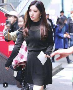 Whether it be their airport fashion, everyday fashion, MV fashion, etc, Kpop idol Seulgi, Korean Fashion Minimal, Asian Fashion, Park Sooyoung, Irene Red Velvet, Redvelvet Kpop, Rapper, Pop Fashion, Fashion Design
