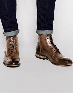 purchase cheap 8d408 f7127 Botas de cuero marrón con cordones con puntera en contraste de ASOS at  asos.com