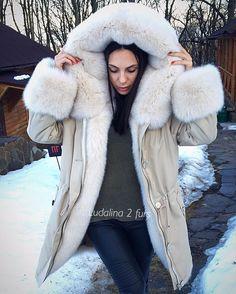 Fur lined parka Fur Fashion, Winter Fashion, Best Parka, Fur Lined Coat, Fabulous Fox, Fur Accessories, Outerwear Women, Fur Collars, Fox Fur