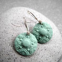 Oorbellen van porselein - Floral star - Celadon groen - Mat.