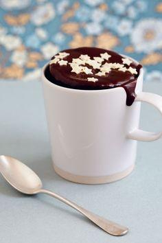 Mug cake chocolat Microwave Chocolate Cakes, Mug Cake Microwave, Cake Mug, Cake Tins, Eclairs, Cardamom Cake, Yogurt Cake, Raspberry Smoothie, Honey Recipes