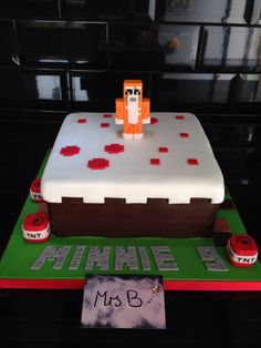 Another Girls Minecraft Cake this time in square version, vanilla, chocolate and…