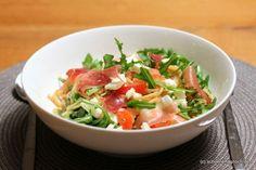Schnelles Rezept für Spaghetti mit Rucola, Tomaten, Feta und Parmaschinken.