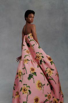 New York Fashion, Runway Fashion, Fashion News, Fashion Beauty, Fashion Show, Women's Fashion, Fashion Editorials, Couture Fashion, High Fashion