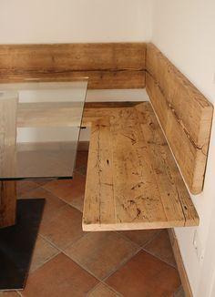 eckbank und tisch mit schubladen eiche massiv korpus wei lasiert sitzfl che und lehne eiche. Black Bedroom Furniture Sets. Home Design Ideas