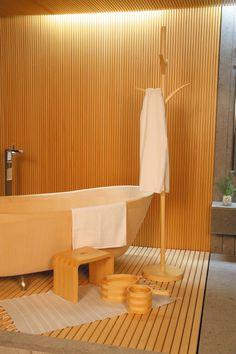 岐阜県中津川市「檜創建」が生んだ、タガがない!まったく新しい檜風呂「O-Bath」|Page 2|「colocal コロカル」ローカルを学ぶ・暮らす・旅する Tatami Room, Garden Bathroom, Architecture Design, Bath Room, Interior Design, Modern, House, Japanese, Furniture