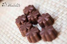 Bombones de chocolate con leche rellenos de praliné Choco Chocolate, Chocolate Desserts, Honey Pie, Zucchini, Candy Making, Cake Pops, Truffles, Parfait, Cake Decorating
