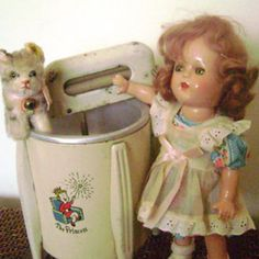 Vintage composition doll (unmarked but looks like an Arranbee doll) with a toy washing machine and a little Steiff cat. From Antique Toy Chest. Toy Washing Machine, Washer Machine, Washing Machines, Doll Toys, Baby Dolls, Reborn Dolls, Reborn Babies, Vintage Dolls, Shabby Vintage