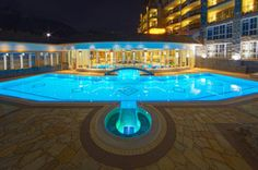 Indoor/outdoor swimming pool in Kitzbühel Outdoor Swimming Pool, Swimming Pools, Cave Pool, Plunge Pool, Indoor Outdoor, Outdoor Decor, Wellness Spa, Heated Pool, Golf
