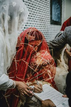 Wedding Couple Poses Photography, Indian Wedding Photography, Wedding Photography Poses, Bridal Poses, Bridal Photoshoot, Wedding Poses, Muslimah Wedding Dress, Desi Wedding Dresses, Bridal Dresses