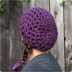 Free crochet pattern: waffle cone slouchy hat with super bulky yarn by Julie.
